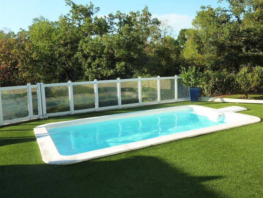 Cote d 39 azur piscine et nature 10 km de cannes for Piscine village nature