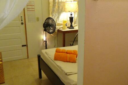 Earthy Rooms with Own Bathrooms - Belmopan - 宾馆