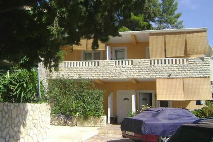One bedroom apartment with terrace Ivan Dolac, Hvar (A-8782-c) - Ivan Dolac