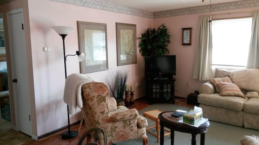 Cozy 2 bedroom-2 bath- Full House, Spring Hill, FL - Spring Hill - Dům