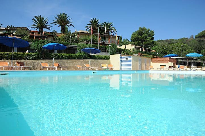 Relax close to the beach with pool and parking - Portoferraio - Departamento