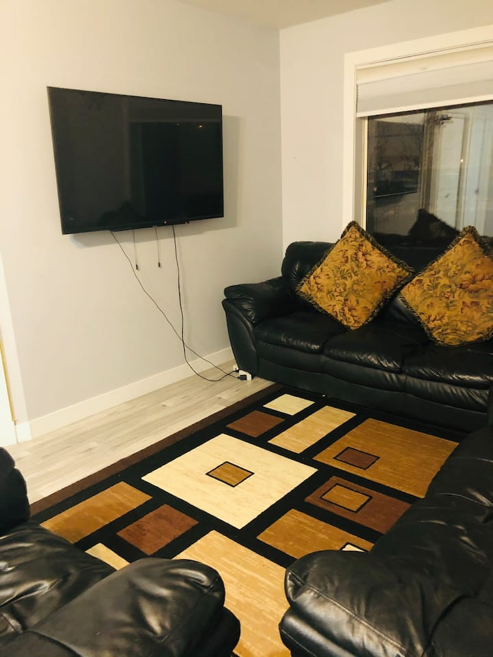 Cozy and private room available with lake view