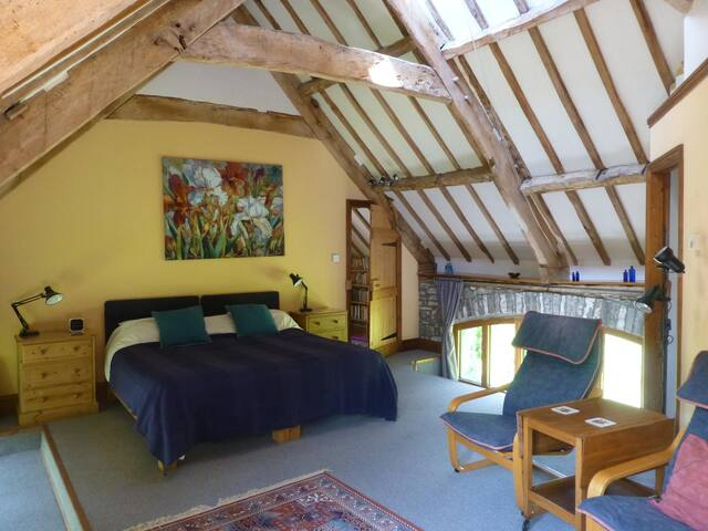 Beautiful vaulted room in stunning barn conversion