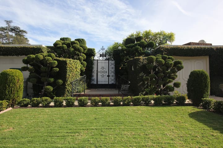 Exquisite Greystone Mansion in Beverly Hills