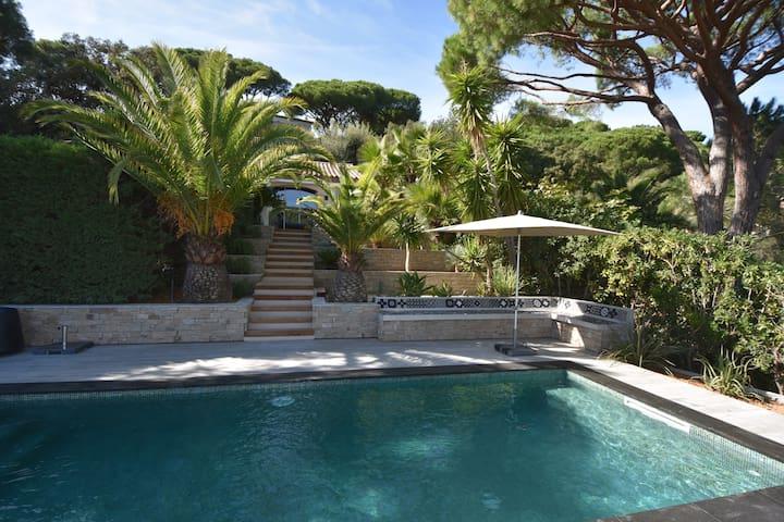 Atelier Gigaro avec piscine privée chauffée.