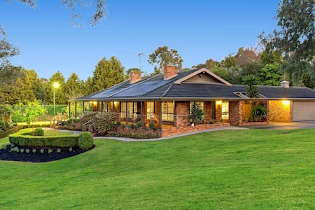 Quiet Privacy Resort for Big Group and Family - Templestowe - Hus