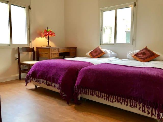 BEHIND THE RED DOOR / 3 BEDROOMS CALM NEIGHBORHOOD