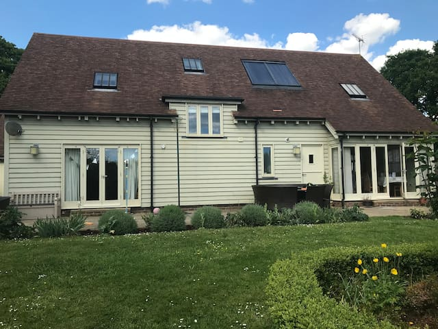 Spacious Detached House in heart of West Sussex