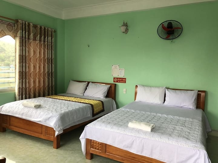Truong Cat Ba room with seaview