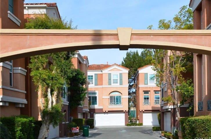 Irvine west park 3 beds detached house entire rent