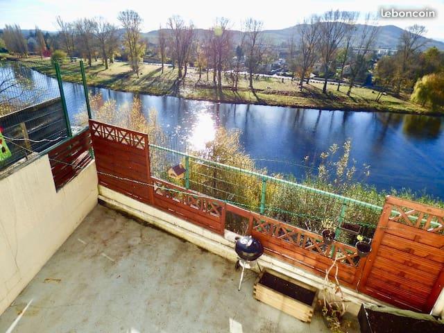 15 mns de Clermont calme terrasse sur l'Allier