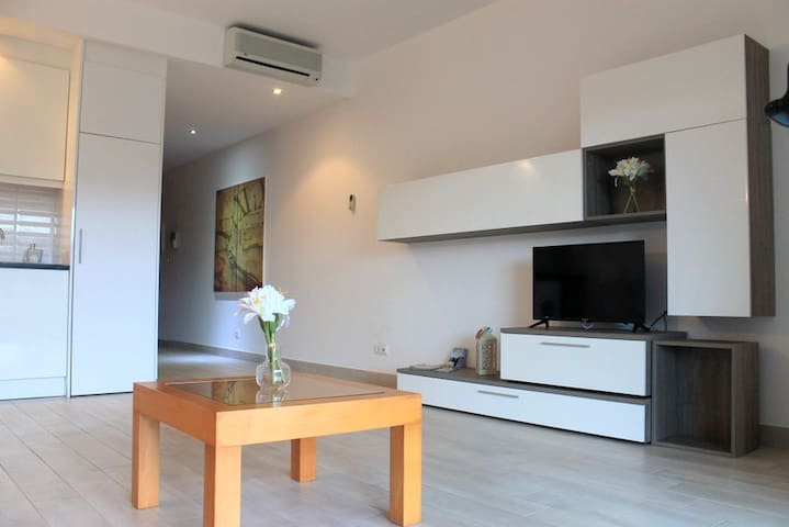 Green Apartment w/ Pool, Tennis and Garden