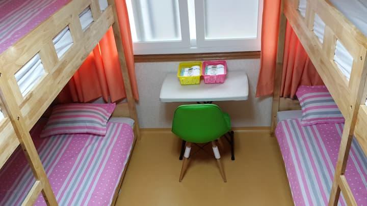 Sinchon Amihouse dormitory room   신촌아미하우스(여성전용)