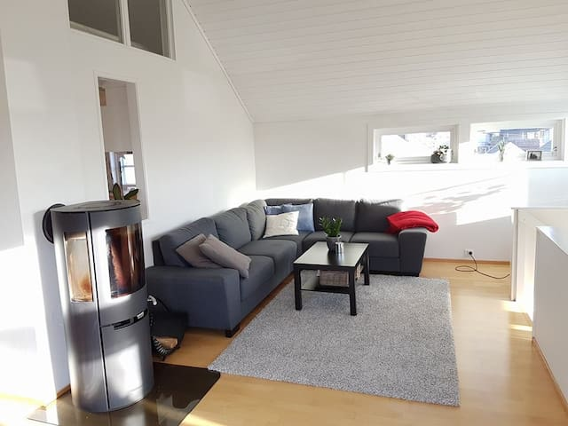 Sentru(SENSITIVE CONTENTS HIDDEN)ært hus i Lillesand med hage og sjøutsikt - Lillesand - House