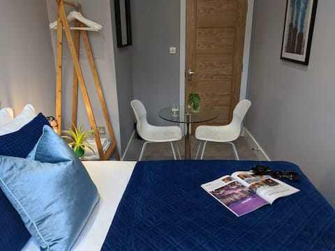 ⭐ Bright, Clean Room in London - Private Shower ⭐