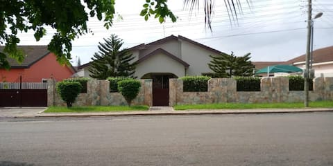 Cozy 3BR home - gated estate - Tema - top security