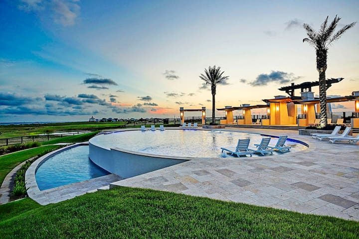 Waterfront, Gulf-view home with easy beach access - shared pool