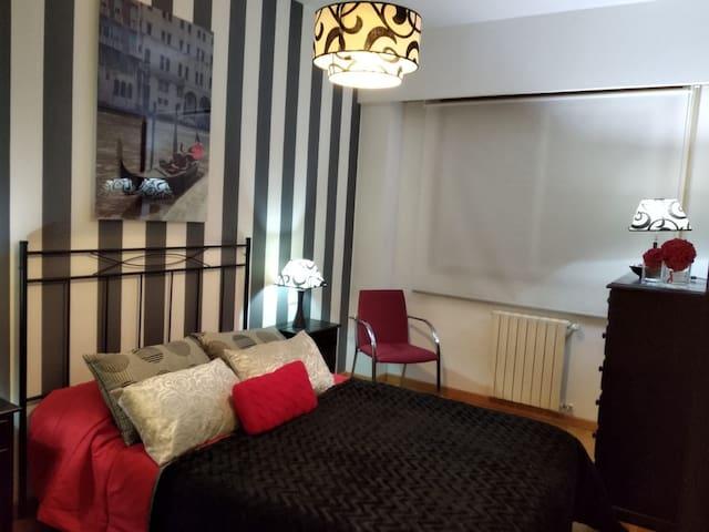 Casa completa, wifi, garaje, tv cable, escritorio