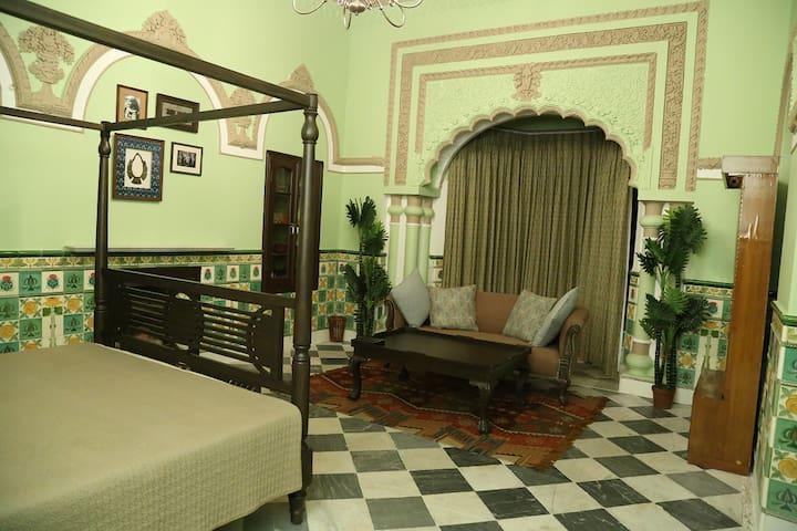 Raghu Niwas, a Luxurious Heritage Home, Apt 3