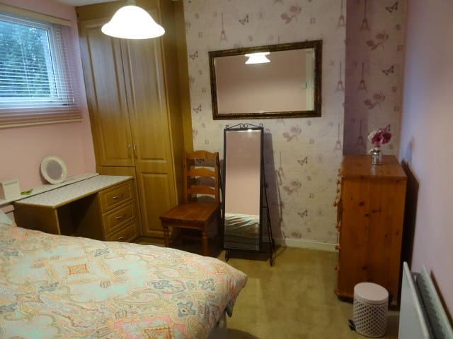 Family home 15 mins walk to Cork City(room 1 of 2)