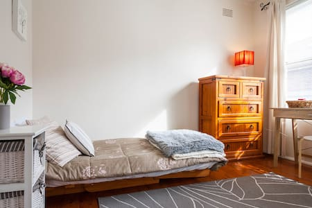 Comfortable, cosy apartment - Lilyfield