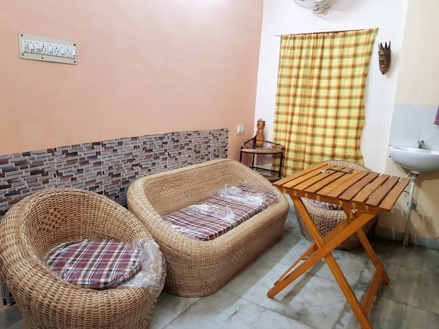 Cozy homestay with parking at Bansdroni