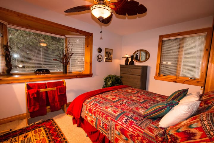 Queen room - with a view of the garden and a mature cedar tree, and with sounds from the river