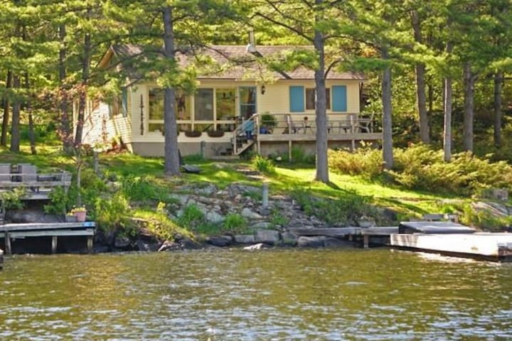 Honey Harbour Island Cottage