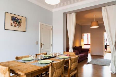 Spacious family flat next to metro + EU/center - Etterbeek - Leilighet