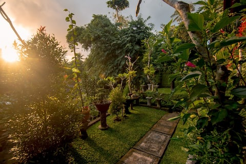 Ubud Wins Bungalow, Balinese Genuine Service