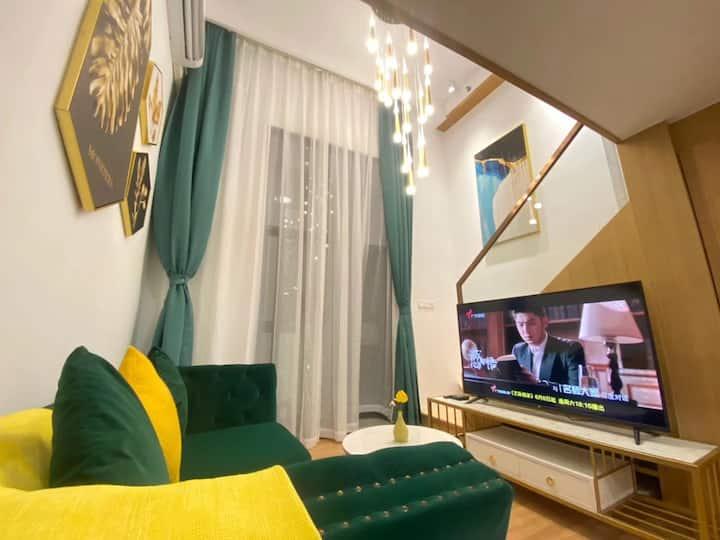 复式LOFT一房一厅 近2号线蛤地地铁口 UCC寰宇汇金中心
