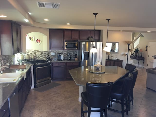 2 BR home in SW Vegas.  Close to strip + Airport. - Las Vegas - Casa