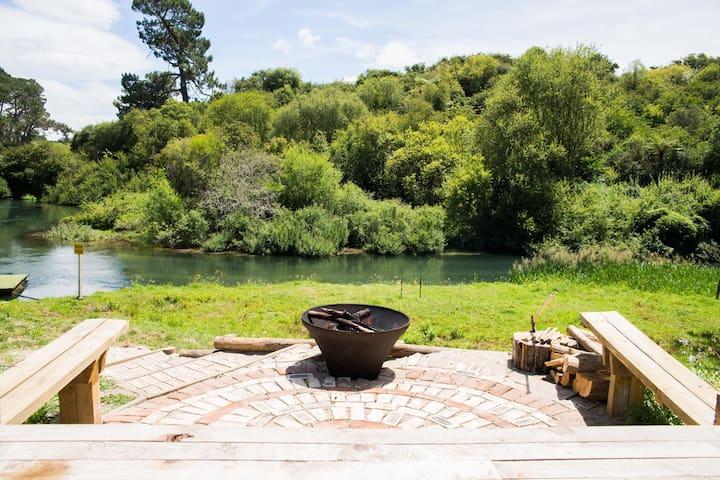 Te Waihou Riverside Retreat - Okoroire - Cabana