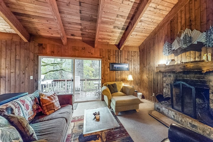 Serene cottage on the river w/ firepit, deck, & bunk room - dogs okay!