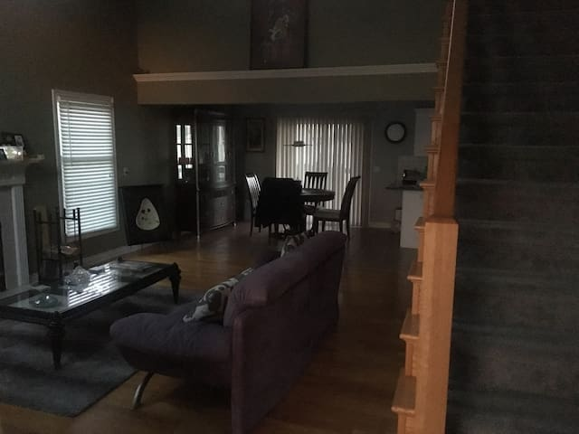 Full Home Near City, GVSU + Lake