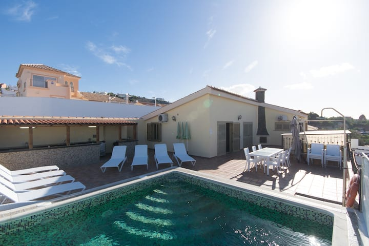 Beautiful relaxing4 bed Villa close to everything.