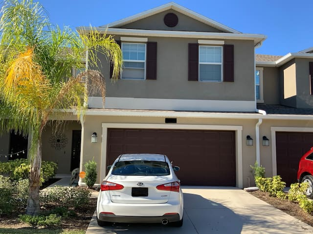 Comfy Bedroom, 5 miles from Orlando Airport (#2)