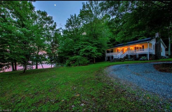 Schitts Creek Lakeside Shanty