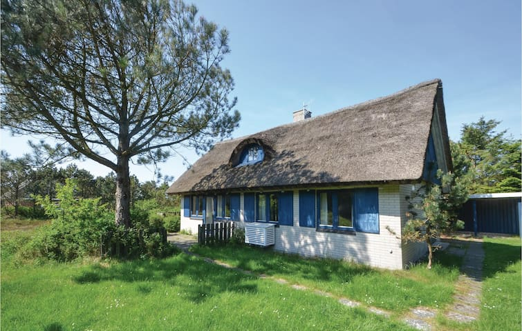 Holiday cottage with 2 bedrooms on 107m² in Vestervig