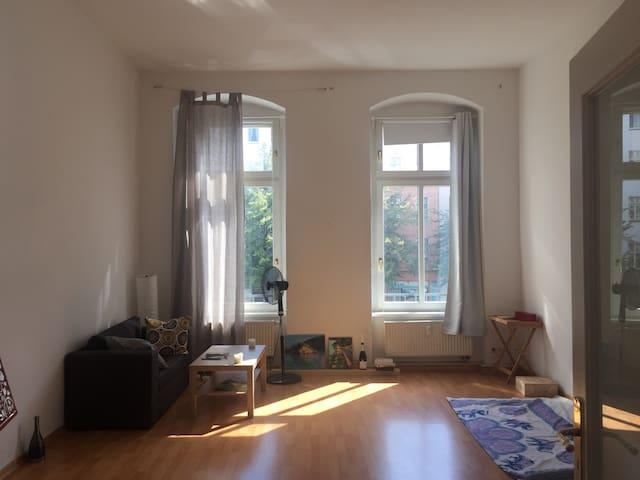 Sunny room in Berlin Mitte