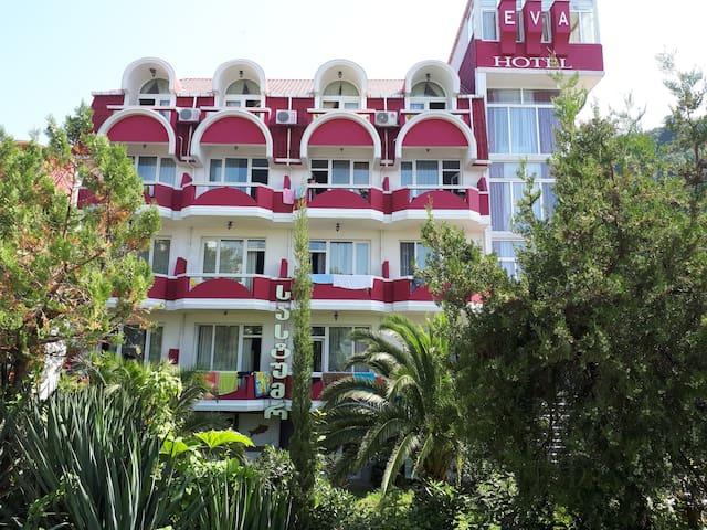 Guest Hotel-eva, Горы, Зелень, Чистый Воздух,Закат