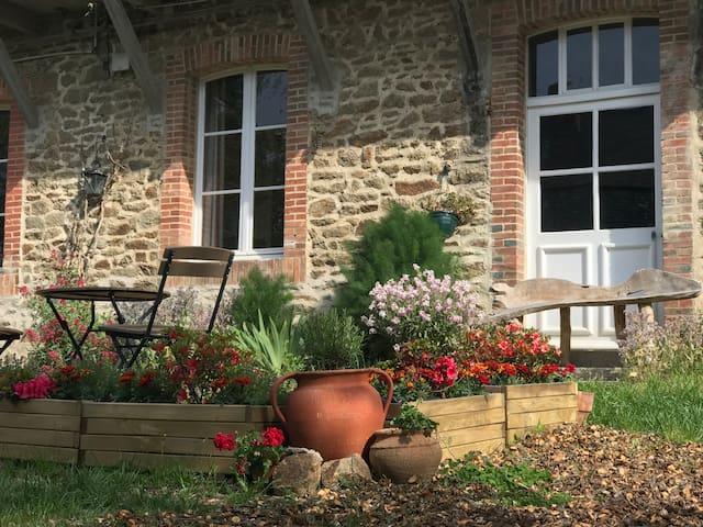 Fontaine-Daniel -  Reflet Gîte in vibrant village