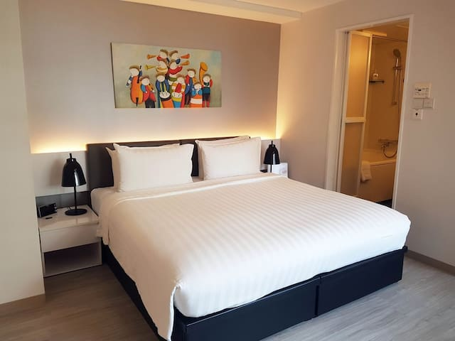 Modern serviced apartment in Central Singapore