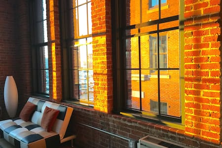 SPECIAL WINTER PRICING   Fantastic Factory Loft - Boston