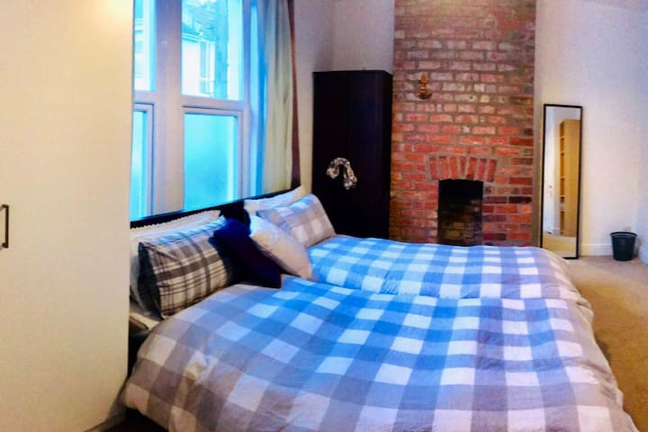 Spacious double room , Victoria Park