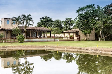 Superb villa with 4 private suites on Golf course - Guarujá