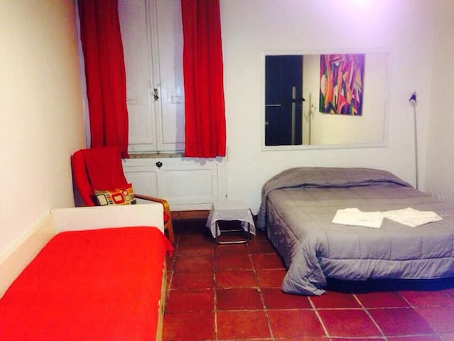Spacious room in the heart of Rome - Rome - House
