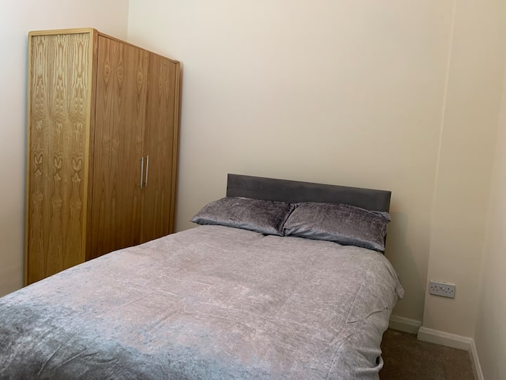 Private Clean Double Room Rotherham near Sheffield