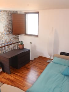 Single bedroom in restored 1800s ho - Santeramo In Colle
