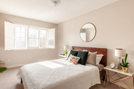 Trendy and stylish private room with parking